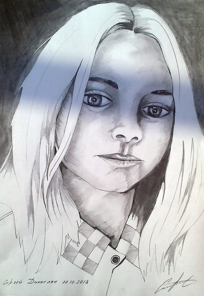 Девушка нарисована карандашом